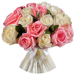 Букет из 31 белых и розовых роз